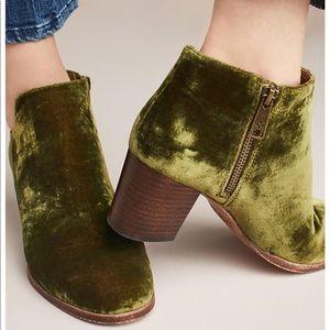 Patricia Nash velvet green side cute bootie